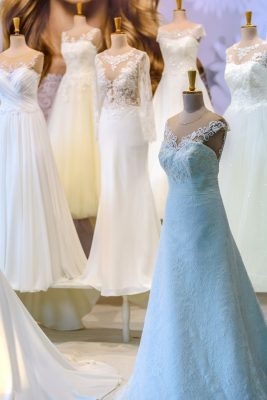 Sukienka na wesele- kupić gotową czy zlecić jej uszycie krawcowej?